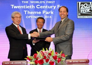 Dato Lee Choong Yan, President and Chief Operating Officer of Genting Malaysia Berhad and Jeffrey Godsick, President of Twentieth Century Fox Consumer Products, at the announcement. Photo courtesy Resorts World Genting