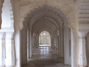 Bibi_Ka_Maqbara_(Inside)