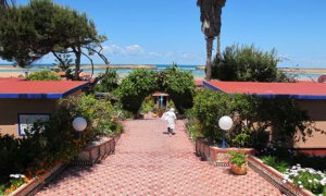 L'Hippocampe hotel in Oualidia has an English-syle garden