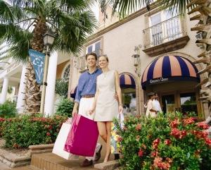 Tourists shopping in Sarasota Florida