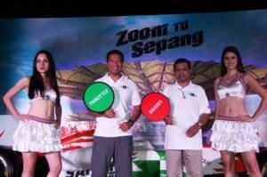 Dato Razlan Razali, CEO of Sepang International Circuit & Mr Manoharan Peraisamy, Director of Tourism Malaysia at the F1 event in Mumbai