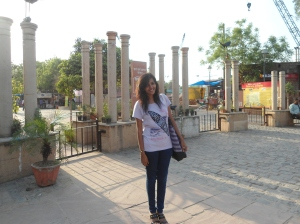 Tanya in front of Delhi Haat entrance.