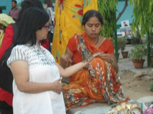 Getting Mehndi done at Delhi Haat