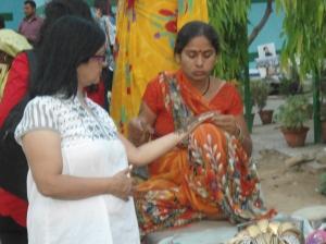 Getting Mehndi done at Delhi Haat