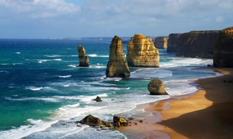 2 dramatic_beautiful_12_apostles_in_australia_shutterstock_115540252