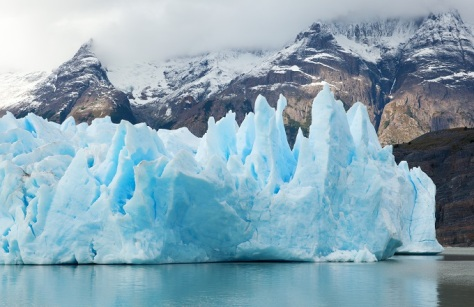 4 blue_icebergs_and_snowy_mountains_at_grey_glacier_in_torres_del_paine_national_park_patagonia_chile_shutterstock_71031655