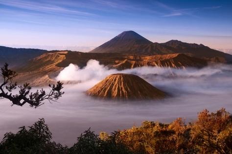 9 mount_bromo_volcanoes_taken_in_tengger_caldera_east_java_indonesia_shutterstock_42342610
