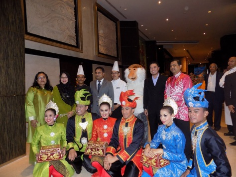 L-R Chef Borhan, Mr. L-R Mr. Biswajit Chakraborty, GM, Sofitel, Mumbai, Chef Haron, Mr.Eldeen Husaini Mohd. Hashim, Consul General of Malaysia, & Mr. Manoharan Periasamy, Director, Tourism Malaysia, India