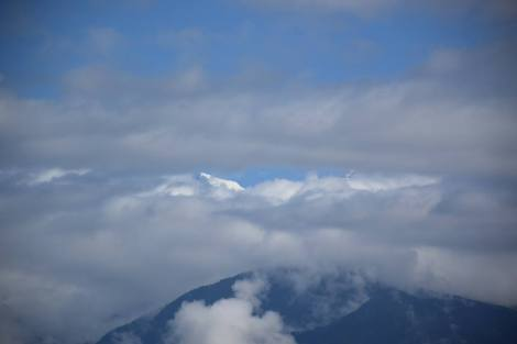 Kanchenjunga Peeka-boo