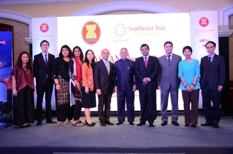 Mr Manoharan Periasamy, Chairman APCT with other ASEAN officials