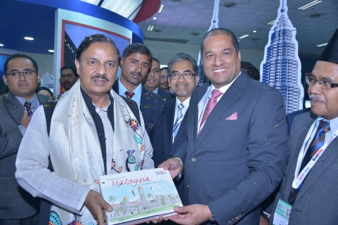 l-r-dr-mahesh-sharma-honble-minister-of-state-independent-charge-ministry-of-tourism-culture-and-dato-daljit-singh-indian-community-relations-advisor-to-the-minister-of-tourism