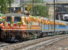 New Delhi, 05/04/2016: Gatimaan Train which is the India's first semi-high speed train with a capabilty of running at a maximum speed of 160 KMPH and runs between H. Nizammuddin to Agra, during the flagging off ceremony at the Hazrat Nizammuddin Railway Station in New Delhi on Tuesday. Photo : R. V. Moorthy