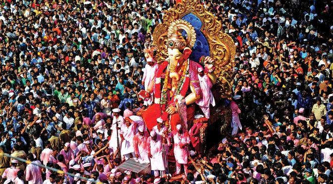 Nobody welcomes Lord Ganesha like we Mumbaikars!